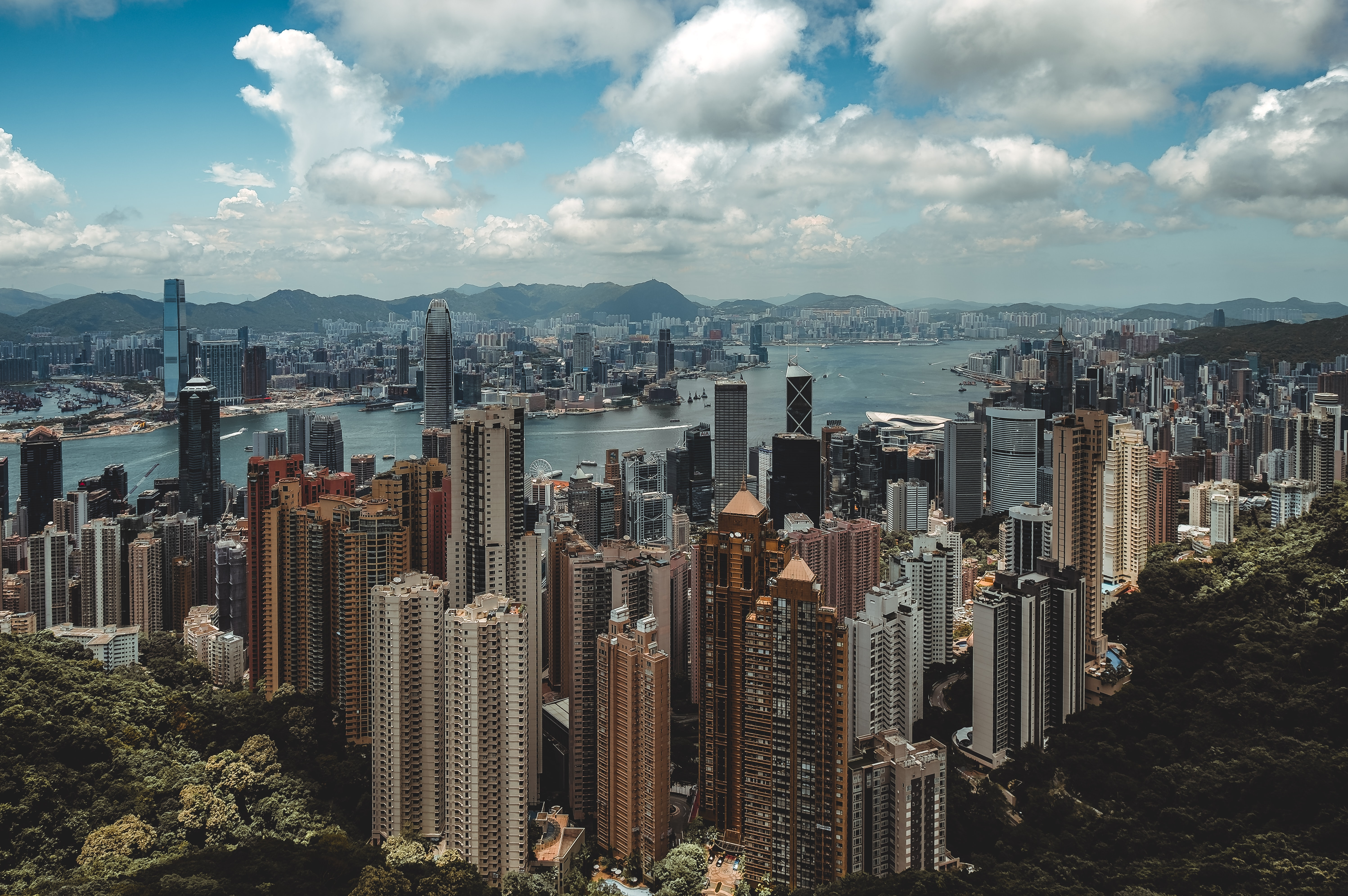 Image of Hong Kong needs to enhance competitiveness to seek win-win results with Shenzhen: HKSAR chief executive